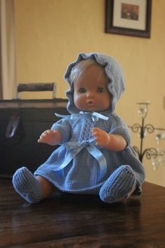 maslanitas: ¿Quieres hacer la ropita de tu nenuco o Antonio Juan tu misma? Baby Patterns, Crochet Patterns, Knit Crochet, Crochet Hats, Soft Dolls, Cute Dolls, Vintage Designs, Baby Dolls, Needlework