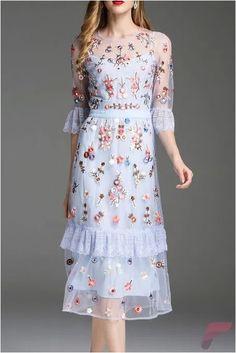 Traditional Batik Dress Ideas To Look Fashionable – Trendy Fashion Ideas Dress Skirt, Lace Dress, Dress Up, Chiffon Dress, Vestidos Vintage, Batik Dress, Embroidery Dress, Floral Embroidery, Dream Dress