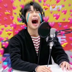 Funny Kpop Memes, Cartoon Memes, Meme Faces, Funny Faces, K Pop, Heart Meme, Nct Doyoung, Me Too Meme, Korean Music