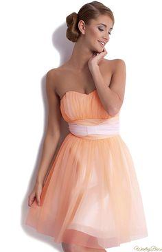 Morelowa sukienka ! i piekna gładka fryzura