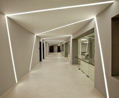 laundry hall way Circulation Area - News - Delta Light Corridor Lighting, Linear Lighting, Interior Lighting, Lighting Design, Design Entrée, Lobby Design, Wall Design, Ceiling Light Design, False Ceiling Design