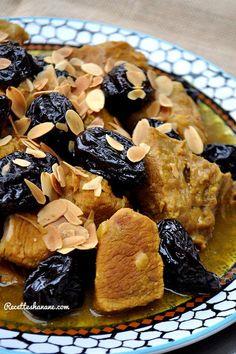 Un des plus célèbres Tajines Marocains, il est servi généralement lors des réceptions ou évènements spéciaux, ici j'ai utilisé de la viande de veau, mais elle peut être remplacée par du bœuf, de l'agneau (ou même du poulet). 1kg de veau (ici sans os,... No Salt Recipes, Gourmet Recipes, Cooking Recipes, Food Platters, Food Dishes, Morrocan Food, Algerian Recipes, Algerian Food, Tagine Recipes