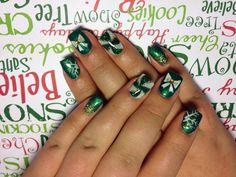 Christmas nails❄️ #christmasnailart #nails #nailart #gelnails #christmasgelnails #lcn #lcnnails #sparklynails #candycanenails #snowflake #bow
