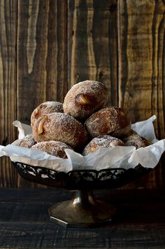 Soft, sweet and spicy gingerbread spiced fried yeasted doughnuts filled with tangy apple compote. Nutella Recipes, Apple Pie Recipes, Donut Recipes, Baking Recipes, Cooked Apples, Spiced Apples, Delicious Donuts, Yummy Food, Apple Doughnut