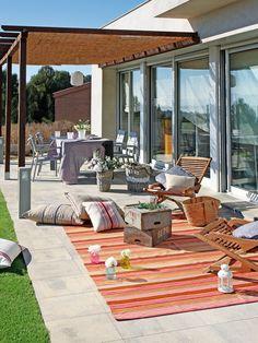 ¡Qué ganas de disfrutar del jardín! En este reportaje te damos ideas low cost para decorar tu espacio exterior con un presupuesto mini.