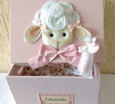 Kit para maternidade composto por:    *1 caixa MDF forrada em tecido e aplicação de nome tema sugestão de ovelha,mas pode ser alterado para outro bichinho como urso,leão,girafa,etc  tamanho aproximado:25x30  *30 aromatizadores de ambientes com varetas 60ml    Cor,estampa e decoração da caixa a go...