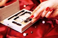 In Gold schimmernder Lidschatten lässt deine Augen strahlen #beauty #makeup