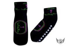 Total Body Pilates Alicante presentan sus nuevos calcetines personalizados para la práctica de sus clases colectivas de Pilates fabricados por FasterWear.com