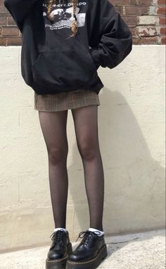 Indie Outfits, Adrette Outfits, Skater Girl Outfits, Retro Outfits, Grunge Outfits, Cute Casual Outfits, Fashion Outfits, Modest Fashion, 70s Fashion