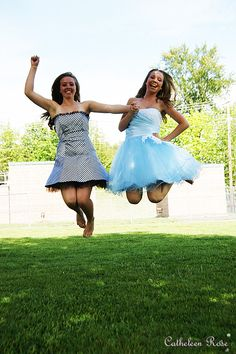 Cute jumping pose for best friends or sisters!
