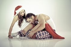 Couple | Christmas | Maternity Photo & Pregnancy Announcement Ideas