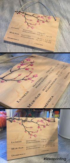 Anche un cartello informativo può essere #bello! Con la stampa diretta su legno creiamo progetti di #design per la tua attività o la tua casa! #stampasulegno #woodprint #woodprinting #homedecor #flowerdesign #designaddict #hanamifiori #acquiterme #lizeaprinting #printingdifferent