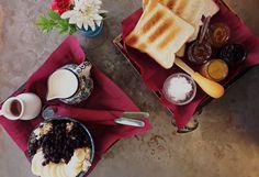 Πού τρώνε brunch οι vegans στα Εξάρχεια Bar Bistro, Brunch, Chocolate Fondue, Dairy, Cheese, Eat, Desserts, Athens, Food