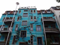 A private building Turns Into Rube-Goldberg Machine When It Rains in Dresden, Germany. Blog Architecture, Innovative Architecture, Resorts, Photo D'architecture, Rube Goldberg Machine, Blue Building, Building Facade, Water Walls, When It Rains