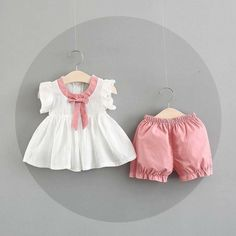 Best 11 Baby Girl Bow Decor Flutter-sleeve Top and Solid Shorts Set Baby Girl Frocks, Kids Frocks, Frocks For Girls, Girls Summer Outfits, Baby Outfits, Kids Outfits, Summer Clothes, Cute Baby Dresses, Dresses Kids Girl