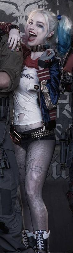 Suicide Squad's Margot Robbie as Harley Quinn. I'll always have a thing for Harley Quinn, no matter the form. Batman, Superman, Joker Und Harley Quinn, Harley Quinn Cosplay, Margot Robbie Harley Quinn, Marvel Dc, Dc Comics, Kings & Queens, Suicide Girls
