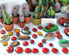 Do you want to make ladybug painted rock? Pebble Painting, Pebble Art, Stone Painting, Cactus Painting, Painted Rock Cactus, Painted Rocks Kids, Painted Stones, Rock Painting Ideas Easy, Rock Painting Designs