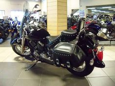 Used 2010 Yamaha V Star Classic Motorcycles For Sale in Nebraska,NE. 2010 Yamaha V Star Classic, 2010 Yamaha V Star® Custom Key Features: 1. The V Star Custom is the lightest of the full-size Stars, which means great handling and performance are along for the ride, too. 2. Dual exhausts, steel fenders, custom-looking clear turn signals, lots of chrome the V Star Custom represents tremendous cruiser bang for the buck. 3. Classic rigid-look rear end serves up 3.4 inches of rear wheel travel…