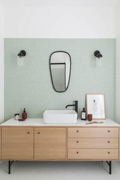 Renovierung einer Wohnung in Montmartre 75 Boclaud Erbauer – diy bathroom ideas Bad Inspiration, Bathroom Inspiration, Bathroom Interior Design, Home Interior, Bathroom Renovations, Home Remodeling, Modern Bathroom, Small Bathroom, Tile Bathrooms