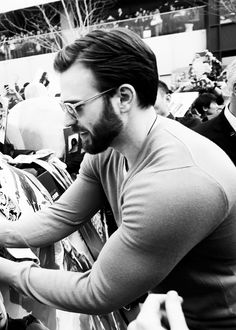 """chriservans: """" """"186 of 699 pictures that prove that Chris Evans is hot as hell. """" """""""