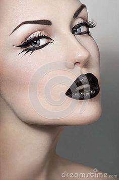 Three Essential Make Up Tips: Eyeliner Goth Makeup, Makeup Art, Beauty Makeup, Makeup Ideas, Make Up Looks, Grafik Eyeliner, Catwoman Makeup, Black Lipstick, Black Eyeliner