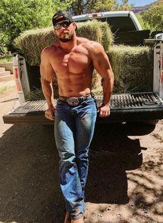 Cowboys 🤠 Blue Collar Guys 👷🏽 are My Type 😍: Photo Hot Country Boys, Cowboys Men, Farm Boys, Cowboy Up, Raining Men, Shirtless Men, Good Looking Men, Muscle Men, Bearded Men
