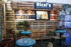 Most would think that modern Jewish food doesn't offer more than pastrami and bagels when it comes to street food, but Ricsi's has proved that wrong. Jewish Food, Jewish Recipes, Bagels, Places To Eat, Street Food, Restaurants, Things To Come, Google Search, Amazing