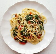 Spaghetti mit Tomaten, Blattspinat und Pinienkernen - Rezept - Bild Nr. 759