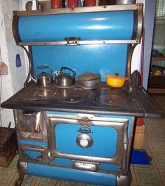 Antique KARR Range Company Wood Burning Stove (Original Blue Enamel Number used, new for sale - HomerWeb - Baseball Collectibles Search Engine Homey Kitchen, Kitchen Stove, Old Kitchen, Vintage Kitchen, Kitchen Ideas, Kitchen Designs, Coal Stove, Wood Stove Cooking, Cast Iron Stove