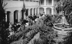 El Patio de los Ídolos en el antiguo Colegio Centroamérica de Granada, Nicaragua.  Ya desaparecido.
