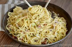 """Carbonara - Oberssauce | Pancetta | Jungzwiebel"" Portobello, Spaghetti, Ethnic Recipes, Food, Essen, Meals, Yemek, Noodle, Eten"