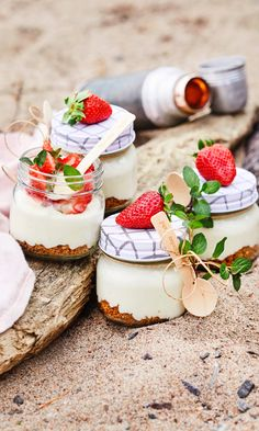 40 And Fabulous, Strawberry Cheesecake, Cheesecakes, Yummy Cakes, Panna Cotta, Sweet Tooth, Food And Drink, Sweets, Snacks