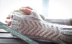 2 Needle Fingerless Gloves Los Guantes De Claudia par TheBlueBrick