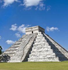 Éste piramidé de Mayas y se llama El Casillo. Éste en Yucatan. El piramidé es en la ciudad antiguo, Chichen Itza. Es muy alta y ser de piedra.