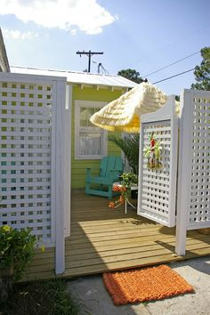 Jane Coslick Cottages : A Few of my Favorite Projects and Cottages - fenced in porch. Outdoor Projects, Outdoor Shower, Cottage, Lake Cottage, Seaside Decor, Beach Bungalows, Vacation Home, Beach Cottages, Beach Cottage Decor