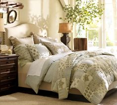 Raleigh imbottito Nailhead Camelback Bed & Testata