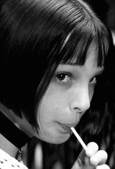Leon : The Professional Natalie Portman Mathilda, Jean Reno Natalie Portman, Natalie Portman Young, Leon The Professional Mathilda, The Professional Movie, Professional Wallpaper, Leon Matilda, Mtv, Mathilda Lando
