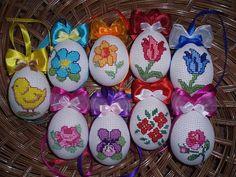 Vyšívané kraslice najité u Emilie Mazurové Cross Stitch Bird, Cross Stitch Patterns, Easter Cross, Cross Stitch Finishing, Egg Decorating, Bunt, Easter Eggs, Diy And Crafts, Tapestry