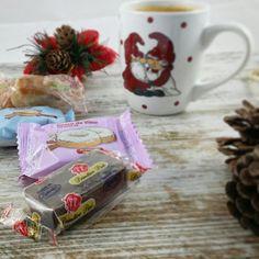 Café y caprichito saludable Hay que celebrar que estamos de vacaciones!  Surtido navideño sin azúcares de @mydietbox  Puro amor!