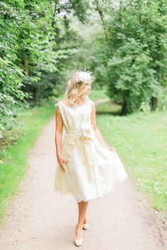 Frühling bei Ella Deck Couture Girls Dresses, Flower Girl Dresses, High Fashion, Deck, Wedding Dresses, Haute Couture, Flower Girl Gown, Getting Married, Dress Wedding