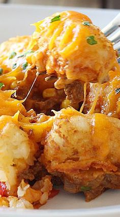 Gluten Free Sloppy Joe Tater Tot Casserole Sloppy Joe tater tot casserole is both quick and easy and kid friendly. With all the flavors you love in a Sloppy Joe and the fun of tater tots! I Love Food, Good Food, Yummy Food, Tasty, Gf Recipes, Cooking Recipes, Recipies, Dessert Recipes, Tater Tots