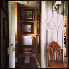 Powder room of Foyer Parsonage-Architect and Interior Designer Ben Pentreath Decor, Decor Design, English Country Bathroom, Downstairs Loo, Interior Design Inspiration, English Design, Ben Pentreath, Bathroom Decor, Bathroom Inspiration
