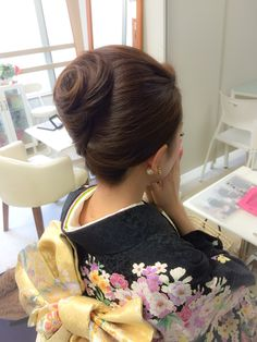 Mom Hairstyles, Classic Hairstyles, Vintage Hairstyles, Wedding Hairstyles, French Twist Updo, Hair Arrange, Japanese Hairstyle, Super Long Hair, Hair Dos