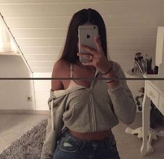 Poses cute con las que es imposible que salgas mal Teenage Outfits, Teen Fashion Outfits, Mode Outfits, 90s Fashion, Girl Outfits, Edgy Teen Fashion, Summer Outfits, Fashion History, Womens Fashion