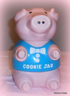 """Cookie jar that """"oinks"""" when opened."""