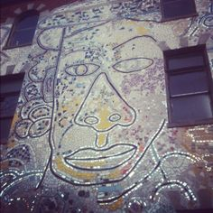 I didn't actually go inside the Philly Magic Gardens, but it doesn't prevent you from getting a visual taste of Isaiah Zagar's amazing Mosaic Work. Maybe we'll donate some Stunners....