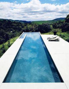 Un couloir de nage à débordement