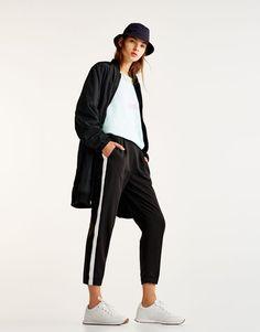 Pull&Bear - для женщин - новинки - брюки-джогеры с лампасами - черный - 09681324-I2017