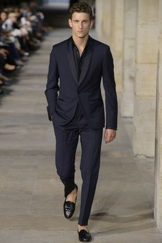Costume National Homme F/W 2013 Hermès Men's RTW Spring Love color and shoes.want it Men's Fashion Sharp Dressed Man, Well Dressed Men, Costume Noir, Hermes Men, Business Mode, Business Casual, Business Professional, Herren Style, Pantalon Costume