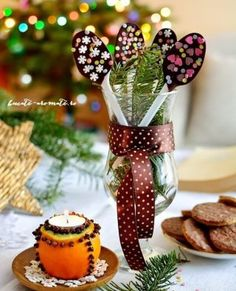 Chocolate spoons - gifts treats or sweet decoration. [in Romanian] Chocolate Humor, Chocolate Spoons, Cactus Plants, Deserts, Dessert Recipes, Appetizers, Caramel, Sweets, Invitations